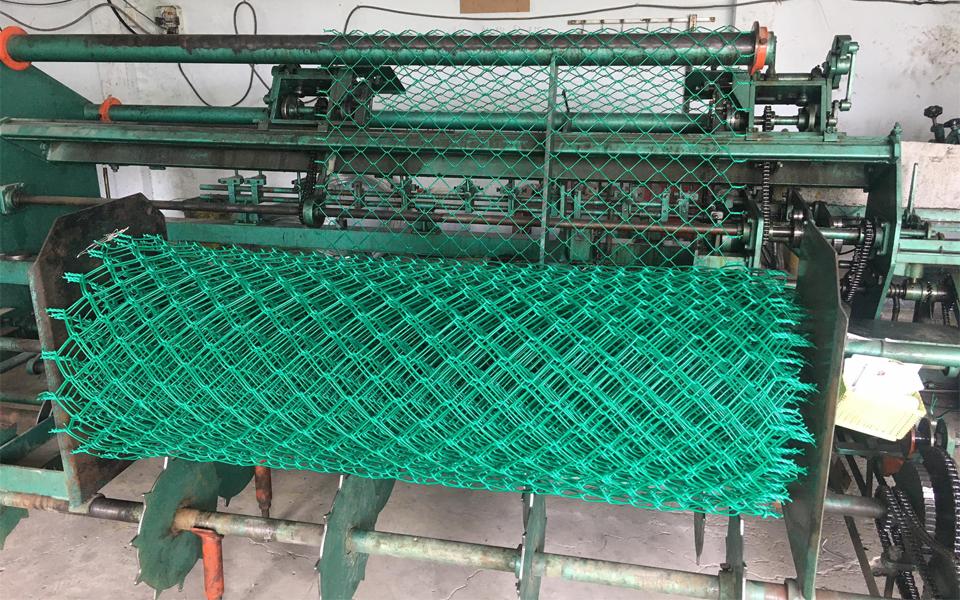 Sản phẩm lưới B40 được bọc nhựa PVC màu xanh